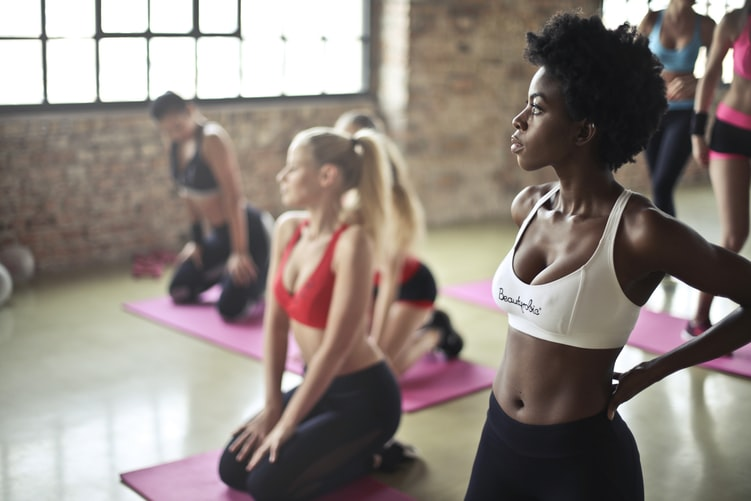 Esercizi per dimagrire: in forma con lo yoga